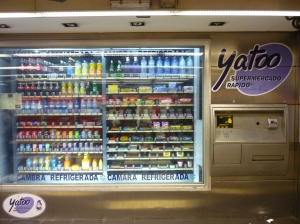 Automat für Getränke und Snacks