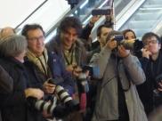 Auch die Fotografen sind sich bei PSY nicht sicher