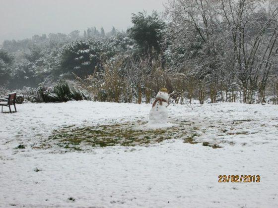 Im Umland Barcelonas blieb der Schnee sogar liegen. Dieser Schneemann steht in Bellaterra.