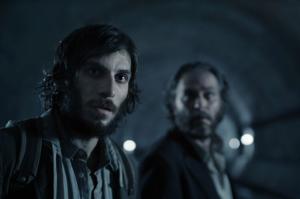 Marc (Quim Gutiérrez) und Enrique (José Coronado) im Tunnel der Metro Barcelonas. Foto: Los últimos días