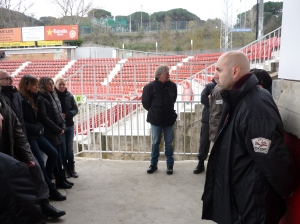 Bei der Besprechung ist es noch ruhig im Stadion Montilivi.
