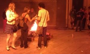 Wunschzettel verbrennen an Sant Joan - so gehen die Wünsche in Erfüllung.