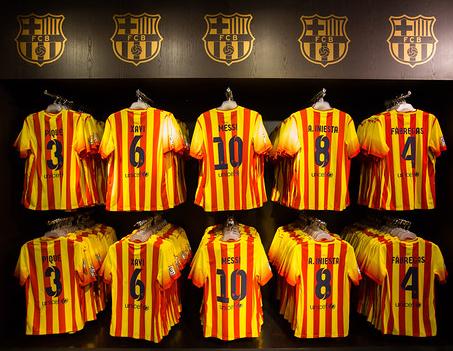 Barça-Trikots im Senyera-Design (Flagge Kataloniens). Foto: FCBarcelona