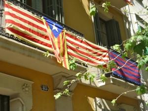 Estelada und Barça-Fahne